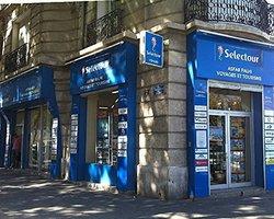Enseigne.com - Marseille - Drapeaux et caissons lumineux sur mesure
